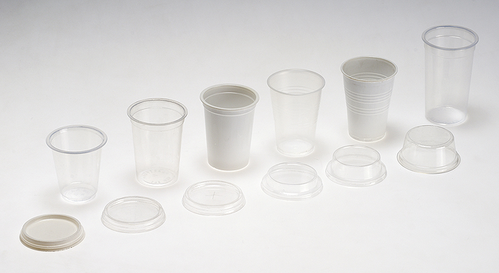 Small cups and lids